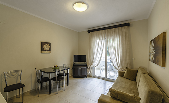 https://www.niki-thassos.gr/images/galleries/accommodations/apartments/08.jpg